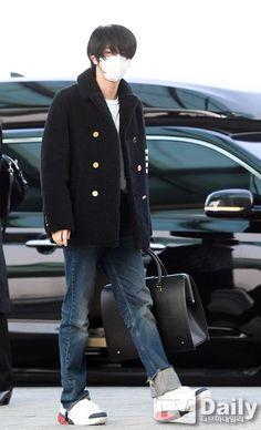 Bts Airport, Airport Style, Airport Fashion, Jin Kim, Bts Jin, Seokjin, Famous Dialogues, Korean Age, Event Pictures
