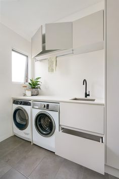 The use of separate laundry and bathroom has changed over the time and the distinct lines between those two highly functional rooms are slowly disappearing. Think ahead and design your wet area rooms into one room. Laundry Decor, Laundry Room Design, Laundry In Bathroom, Simple Bathroom, Modern Laundry Rooms, Laundry Room Layouts, Laundry Room Remodel, Media Room Design, Laundry Room Inspiration