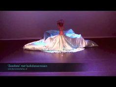Openingsact thema water / zee met buikdanseressen