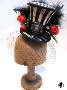 Fabulously steampunky, Victorian style mini top hat.