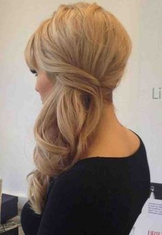 Sweeping your curls to one side makes the look fresh and elegant! Photo via Pinterest: