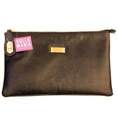 Bolsa Amarilis preta, vem com duas alças para adaptar do jeito que preferir! Para comprar, acesse: http://www.sollamaria.com.br/pd-74123-amarilis-preta.html?ct=&p=1&s=1
