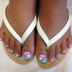 @professionalnailss #feetofinstagram #feet #toe #toes #toenail #toenails #toenailart #cute #pretty #followher #like #follow #cool #desogn  Send me a DM with your toenail art!