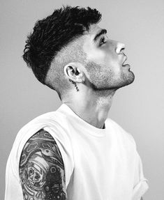 15 Ideas for haircut men undercut zayn malik Cabelo Zayn Malik, Zayn Malik Hairstyle, Zayn Mallik, Zayn Malik Pics, Hairstyles Haircuts, Haircuts For Men, Barber Haircuts, Office Hairstyles, Anime Hairstyles