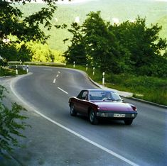 the porsche 914 is a mid-engined sports car built in collaboration to volkswagen and sold between 1969 and the volkswagen versions were known as the (...)