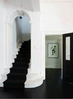 Good Totally Free black Carpet Stairs Concepts One of the fastest approaches to revamp your tired old staircase would be to cover it with carpet. Interior Modern, Interior And Exterior, Interior Design, Style At Home, Black And White Interior, Black White, Carpet Stairs, Architecture, White Walls