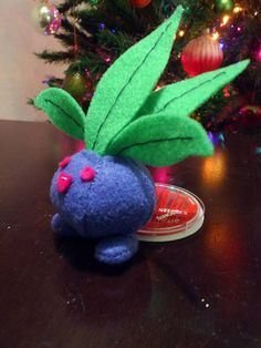 Felt Pokemon Ivysaur *edit: Plus Oddish* - Image Heavy (with VERY ROUGH pattern) - TOYS, DOLLS AND PLAYTHINGS