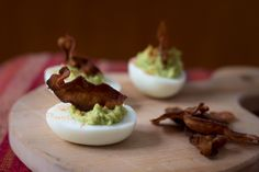 Avocado, paprika and bacon deviled eggs Easter Deviled Eggs, Bacon Deviled Eggs, Grubs, Taste Buds, Avocado, Posts, Drink, Blog, Messages