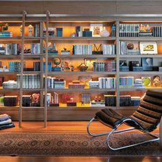 Neste projeto, Paola Ribeiro foi avisada que era essencial incluir um bom espaço para os livros da família