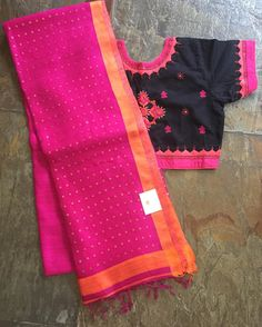 No photo description available. Fancy Blouse Designs, Saree Blouse Designs, Blouse Styles, Pink Saree Silk, Cotton Sarees Handloom, Simple Sarees, Elegant Saree, Work Blouse, Indian Designer Wear