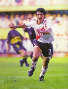 Ariel Ortega vs BocaJrs #River #Crack #Idolo #FelizCumpleBurrito Best Football Players, World Football, Football Team, Andrea Pirlo, Football Uniforms, Number 10, Ariel, Fc Barcelona, Soccer