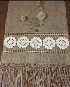 Crochet Table Mat, Crochet Tablecloth, Crochet Doilies, Diy Crafts Hacks, Diy Home Crafts, Hessian Crafts, Rustic Placemats, Button Hole Stitch, Cross Stitch Patterns