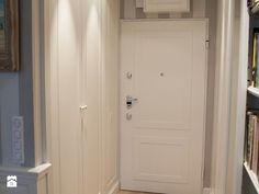 szafy wnękowe hol - zdjęcie od Artystyczna Manufaktura - klasyczne meble na wymiar