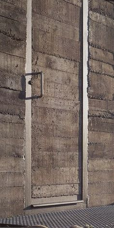 Concrete Door at De Blas house / Alberto Campo Baeza