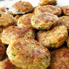karnabahar mücveri tarifi Albanian Recipes, Turkish Recipes, Ethnic Recipes, Philly Restaurants, Philly Food, Salmon Patties Recipe, Canned Salmon Recipes, Salmon Cakes, Gourmet