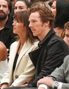 Tras algunas semanasde poca actividad pública, Benedict Cumberbatch y su esposa Sophie Hunter estuvieron presentes en el show de Burberry de la Semana de la Moda en Londres, durante el cual la afa...