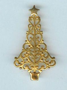 Charming Danecraft Heart Topiary Gold Tone Christmas Tree Brooch Pin
