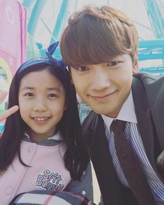 'Please Come Back, Mister' 'Rain' is such a daddy in adorable selfie with child actress who plays his daughter @ HanCinema :: The Korean Movie and Drama Database
