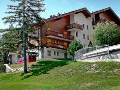 Marie-José - Apartment - CRANS-MONTANA - Switzerland - 997 CHF 4-room apartment 100 m2, on the ground floor. Comfortable furnishings: living/dining room with open-hearth fireplace, digital TV, CD-player and hi-fi system. Exit to the terrace, to the patio, south f