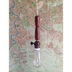 Antica Lampada da lavoro con manico in legno, perfetta come lampada da sospensione   old factory lamp, original