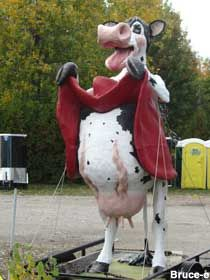 OSHKOSH Flasher cow. {Only in America. From the amazing to the utter rubbish via Roadside America}