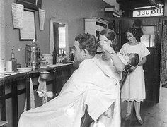 1924: The first female barbers were allowed to join the Barbers' Union.