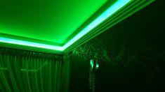 Deckenleiste LED von Decor System mit farbiger RGB Beleuchtung , Farbe Grün