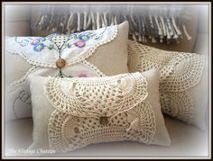 Sewing Pillows The Vintage Chateau: Boudoir Pillows Great idea for vintage table scarves Doilies Crafts, Lace Doilies, Fabric Crafts, Sewing Crafts, Shabby Chic Pillows, Vintage Pillows, Vintage Fabrics, Sewing Pillows, Diy Pillows