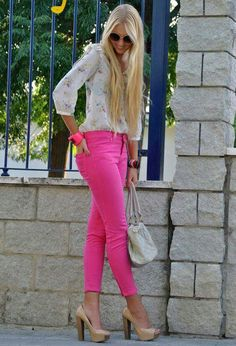 Discover and organize outfit ideas for your clothes. Decide your daily outfit with your wardrobe clothes, and discover the most inspiring personal style Pink Jeans Outfit, Pink Pants, Pink Outfits, Mode Outfits, Jean Outfits, Casual Outfits, Fashion Outfits, Jeans Fashion, Blue Jeans