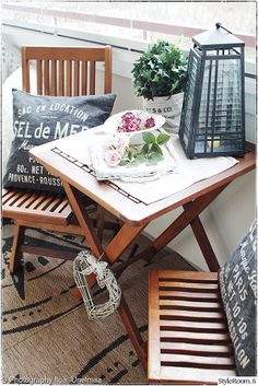 """Käyttäjämme """"IloaJaUnelmaa"""" koristelee parvekepöytänsä alati vaihtuvalla asetelmalla. Tykkäämme! #styleroom #inspiroivakoti #parveke"""