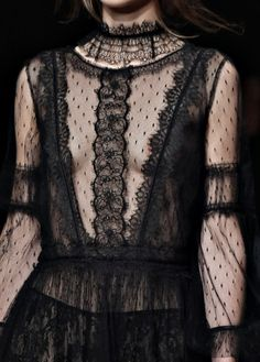 www.tranloev.com #lace #dress