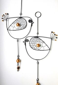 Birds- enlarge and make a wall hanging Bird Crafts, Metal Crafts, Wire Wrapped Jewelry, Wire Jewelry, Wire Ornaments, Bijoux Fil Aluminium, Art Du Fil, Beads And Wire, Wire Art