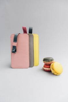 iPhone sleeve with pull-out mechanism, slots for credit cards and ID. Made from high quality leather, Swiss design