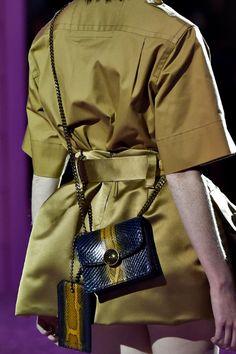 春はミニバッグでGO!|最新ファッショントレンド情報|ファッショントレンド:シュワルツコフ オンライン
