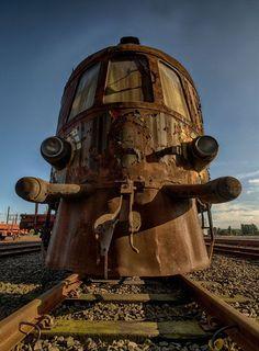 O fotógrafo Brian vive em Roterdão, na Holanda. O cara vive a vida explorando lugares abandonados, e nesta série ele visitou o Orient Express, um trem abandonado na Bélgica em uma estrada de ferro ainda ativa. Otrem éo únicodos três iguais a ele fabricados em 1930que ainda pode ser visitado.    PARA ACOMPANHAR (...)