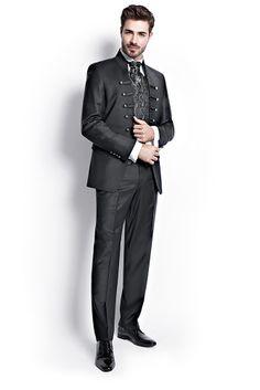 TZIACCO | www.tziacco.de | www.wilvorst.de | #TZIACCO #WILVORST #Anzug #suit #Royal #TrendLine #Hochzeitsavantgarde #Uniform #jungeMode #Event #Konzert #Gala #Gehrock #tailcoat #Trend #König #Inspiration