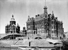Uspenskin katedraali ja Norrménin talo. Norrménin talo purettiin vuonna 1960. Stora Enson pääkonttorin tieltä.