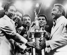 We've been through the archives to bring you the story of the momentous third and final fight between Muhammad Ali and Joe Frazier Thrilla In Manila, Muhammad Ali Boxing, Heavyweight Boxing, Boxing History, Black History Books, Hometown Heroes, Boxing Champions, Sport Icon, Ringo Starr