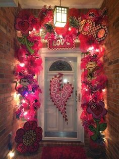 - Love decorates the mood every February 14 and the Valentine's Day decorations speak the heart for you ! So all you have to do this Valentine's Day is . day decorations diy outdoor Stunning Outdoor Decoration Ideas For Valentines Day Valentines Decoration, Valentine Wreath, Valentine Day Love, Valentine Day Crafts, Vintage Valentines, Holiday Crafts, Happy Valentines Day Funny, Valentines Day Decor Outdoor, Homemade Valentines