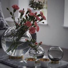 @presenten_se have shared this lovely sight. Seems the Globe in any size is a compliment to any flower. #AYTM #AYTMdesign #interiordesign #danishdesign #weloveit  #Homedecor #Uniquestyle #Globe #vase #glass #brass #regram #presenten_se