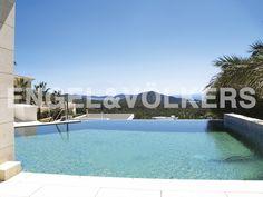 NEUE IMMOBILIE DER WOCHE: Moderne Villa mit atemberaubendem Meerblick - #Ibiza