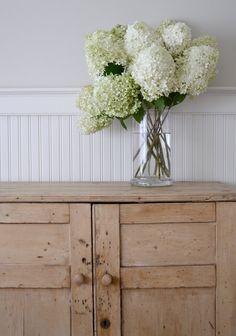 frugal farmhouse design: an old cupboard some fresh flowers Fresh Flowers, White Flowers, Beautiful Flowers, White Hydrangeas, Limelight Hydrangea, Blonde Wood, Romantic Cottage, Farmhouse Design, Modern Farmhouse