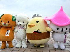 愛媛県つながり(・∀・) 左から、みきゃんちゃん、とべ動物園の白熊ピースくん、バリィさん、なんなんちゃん★ pic.twitter.com/4Y3R7gU8zE