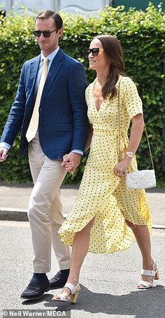 Pippa Middleton made a quick change into a bright yellow frock to attend Wimbledon, having been spotted this morning walking her dogs in west London Pippa Middleton Dress, Middleton Family, Carole Middleton, Pippa And James, Kate And Pippa, Disney Inspired Fashion, Disney Fashion, Best Kids Watches, Taylor Swift Outfits