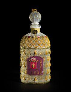 Guerlain : les 160 ans d'un flacon culte http://www.vogue.fr/beaute/buzz-du-jour/diaporama/guerlain-les-160-ans-d-un-flacon-culte/16572#4