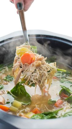 The best slow cooker chicken soup for cold winter days #comfortfood #slowcookerrecipes #soup #easyrecipes #chicken