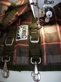 Pferdedecke; Schnallen und Karabinerhaken neu eingenäht - Horse blanket; Buckles and snap rings newly one sewn