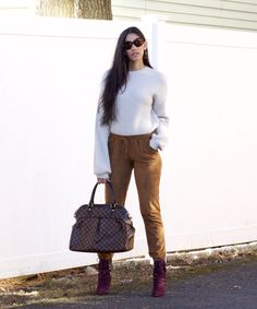 How to Dress Up Joggers - The Style Contour Dress Up Storage, Louis Vuitton Boots, Apple Body Shapes, Flattering Outfits, Dad Sneakers, My Beautiful Friend, Lace Up Booties, Winter Coat