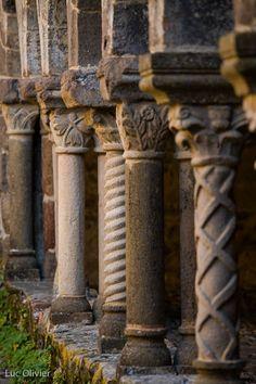 Cloître de l'abbaye de Lavaudieu. Auvergne Clermont Ferrand, Lafayette, Chapelle, Far Away, Architecture Details, Monuments, Old World, Exotic, Religion