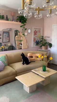 Dream Apartment, Apartment Ideas, Interior Design Living Room, Dream House Interior, Chill Room, Bedroom Decor, Wall Decor, Green Sofa, Art Deco Home